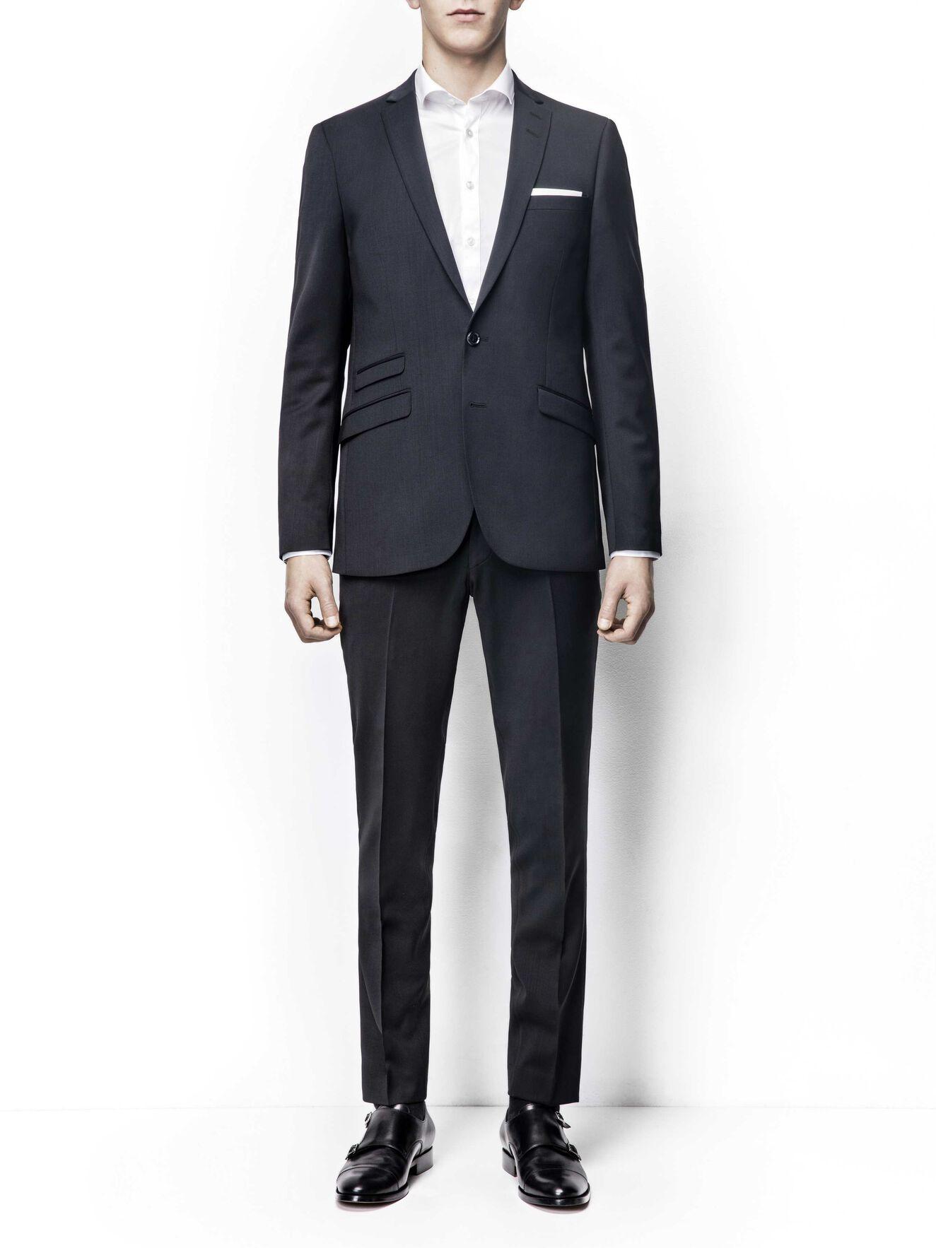 Nedvin suit (Short size) in Black from Tiger of Sweden